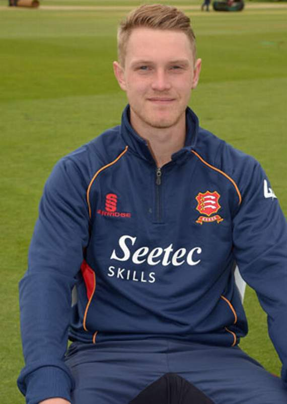 Porter amongst the wickets as Essex thrash Northamptonshire