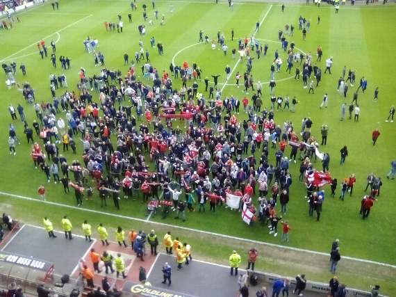 Leyton Orient 1 Colchester United 3 - Pitch invasion overshadows last home game as a League club