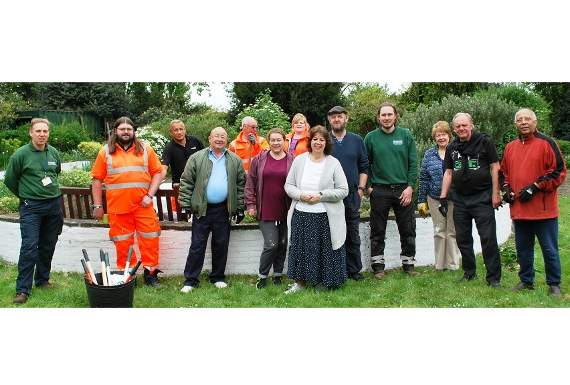 Volunteers make Harrow Lodge Park in Hornchurch spick and span for summer