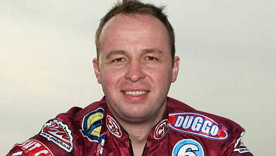 Paul in a Hurry to show his pedigree for Lakeside Hammers